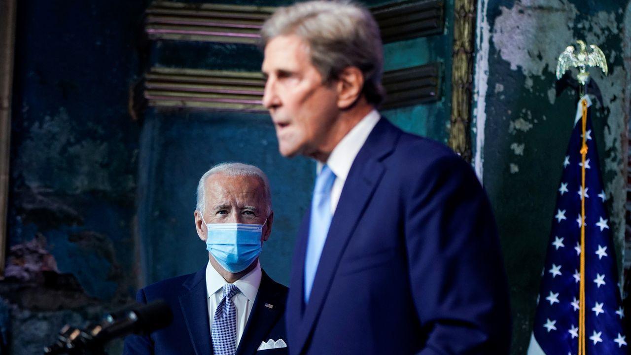 Biden y Kerry durante la rueda de prensa