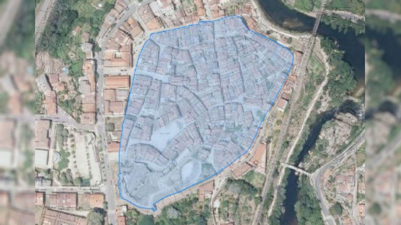 En azul, las zonas incluidas en la adquisición de inmuebles en el casco histórico de Ribadavia