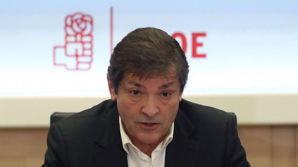 Soraya Rodríguez abandona la sede local del PSOE entre acusaciones de «traición».Javier Fernández