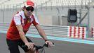 Imagen de archivo de Fernando Alonso en bicicleta.