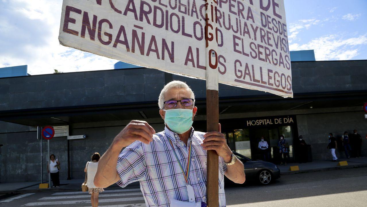 Cándido protesta por las listas de espera delante del Cunqueiro.Toma de muestras en el Hospital de Burela