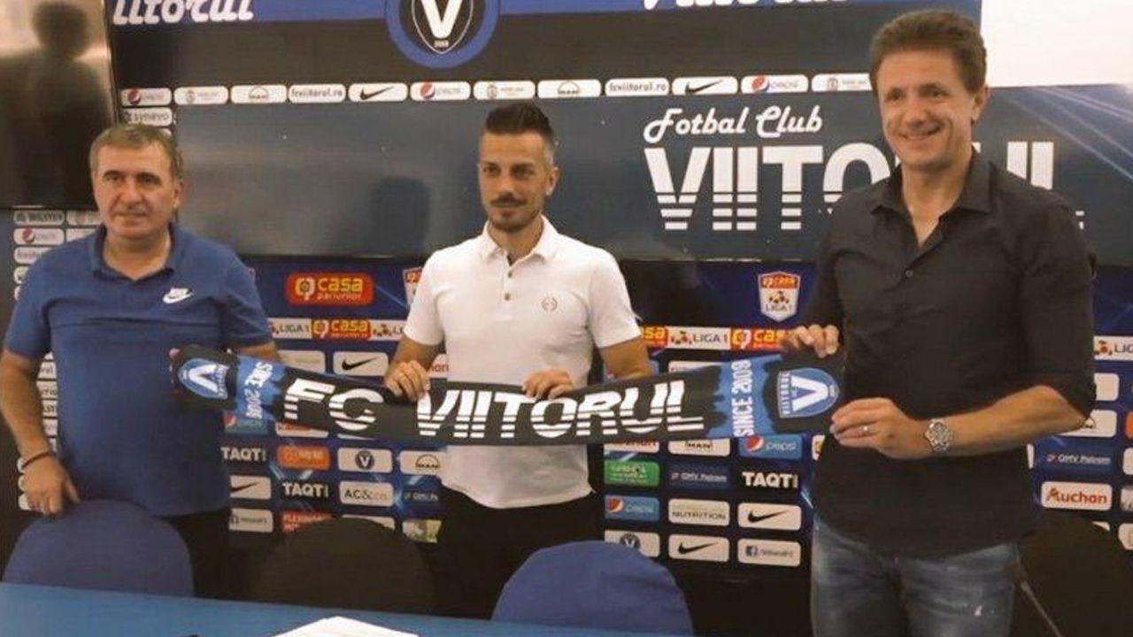 De izquierda a derecha, Hagi, Rubén de la Barrera y Popescu en la presentación del entrenador.