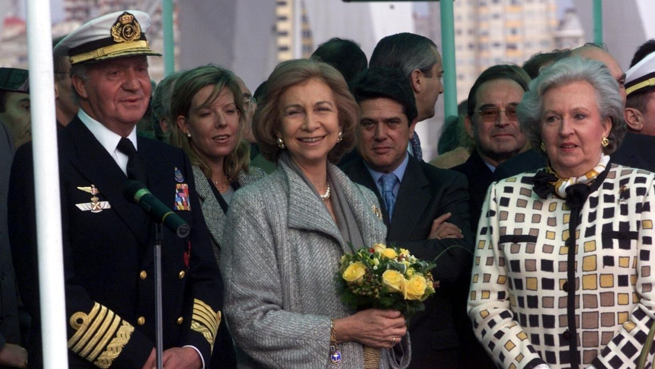 Los reyes y la infanta Pilar en la botadura de la fragata F-102 de la Armada en Ferrol. Febrero del 2002