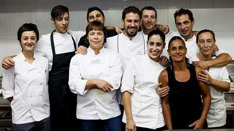 Alberto Chicote, en la plaza de Abastos de Santiago.Los presentadores de Top Chef, Yayo Daporta, Susi Díaz y Alberto Chicote