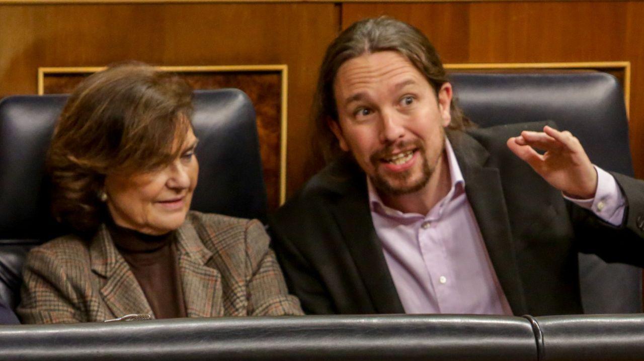 Sánchez carga contra Núñez Feijoo por «esconder» las siglas del PP.Los vicepresidentes Carmen Calvo y Pablo Iglesias