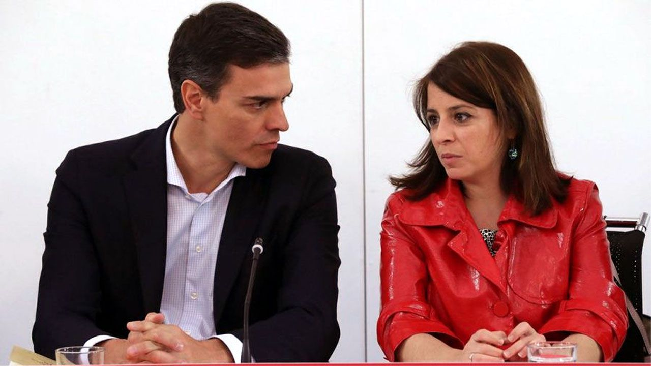 La oficialidá, una lucha intergeneracional.Pedro Sánchez y Adriana Lastra