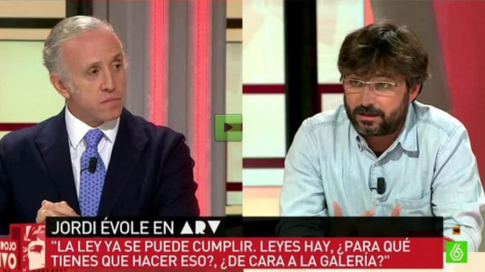 Encontronazo entre Jordi Évole y Eduardo Inda.Uno de los barcos que participan en la búsqueda de los militares desaparecidos