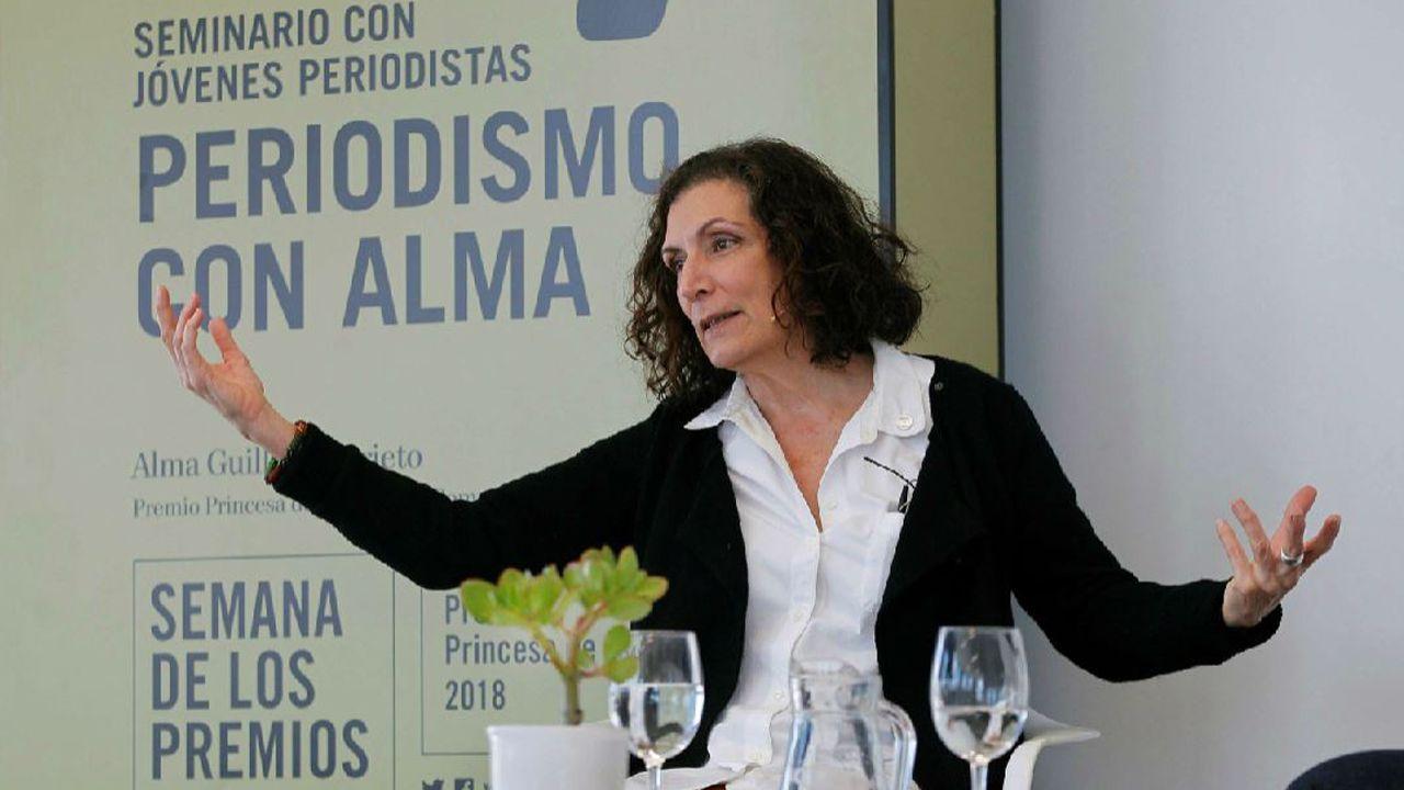 La Premio Princesa de Asturias de Comunicación y Humanidades, Alma Guillermoprieto, durante el seminario de periodismo en el Niemeyer
