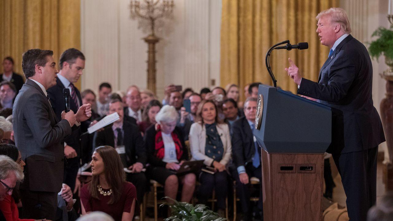 Trump se enzarza con el periodista Jim Acosta y le expulsa de la Casa Blanca
