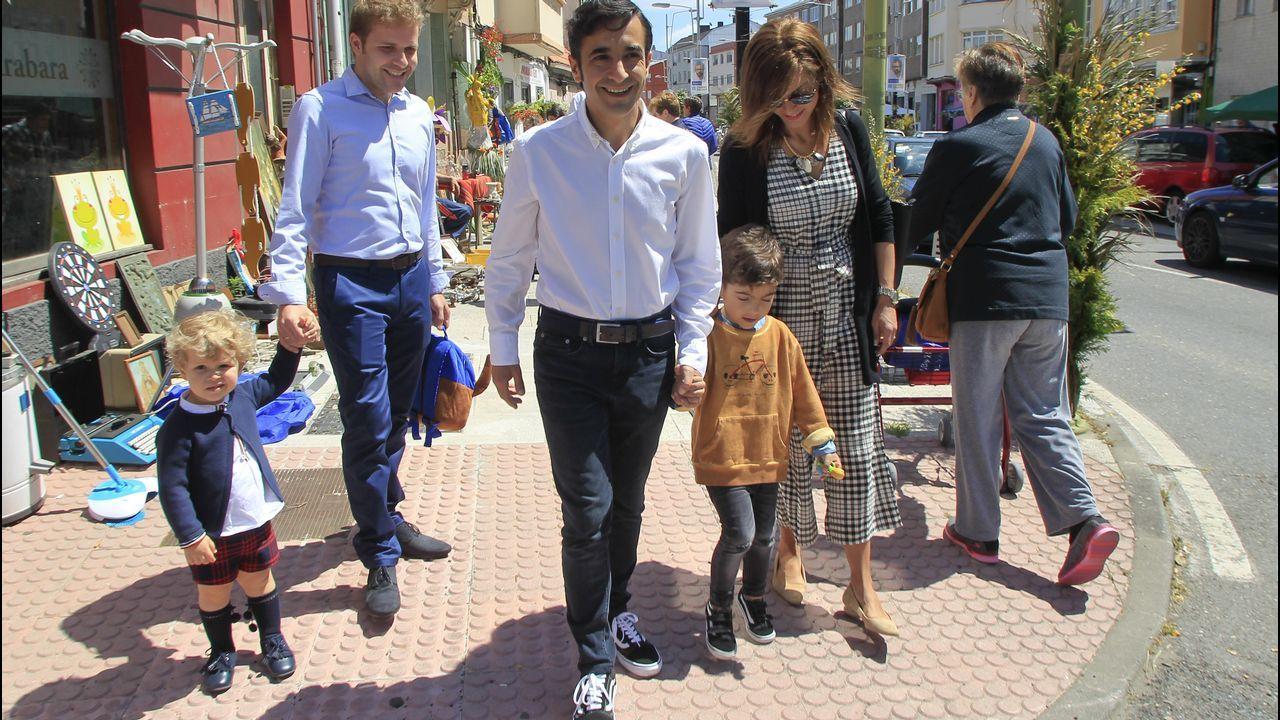 José Manuel Rey Varela paseó junto a su mujer y su hijo por los Maios de Catabois. reportaje gráfico josé pardo