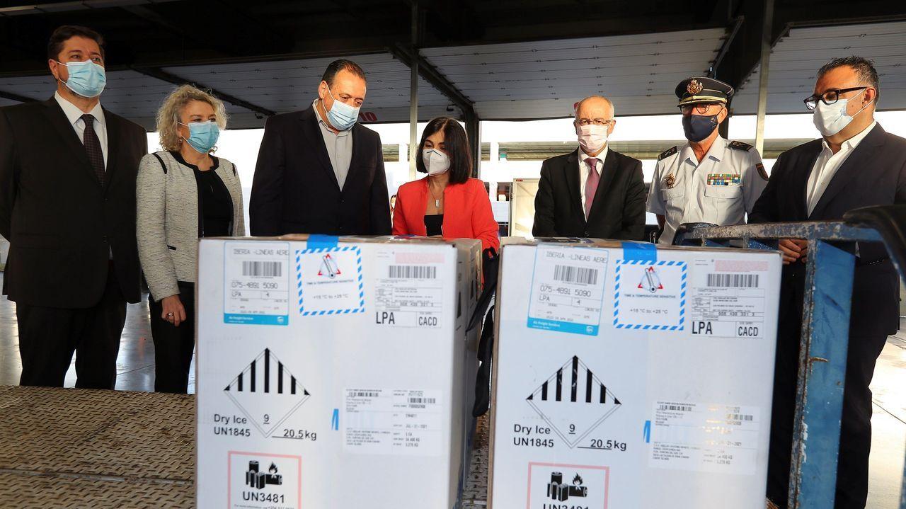 La ministra de Sanidad, Carolina Darias, este lunes en el aeropuerto de Gran Canaria
