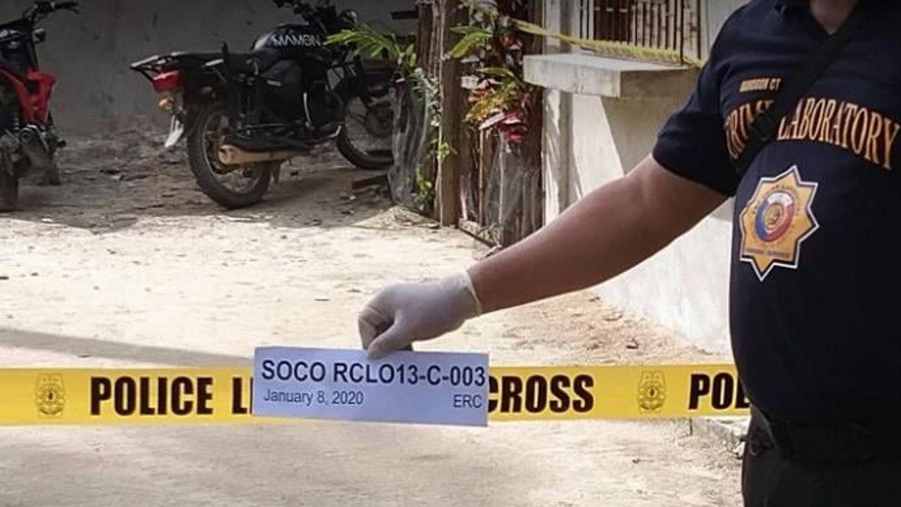 Imagen del lugar de los hechos, con la moto del joven, facilitada por la policía de Filipinas