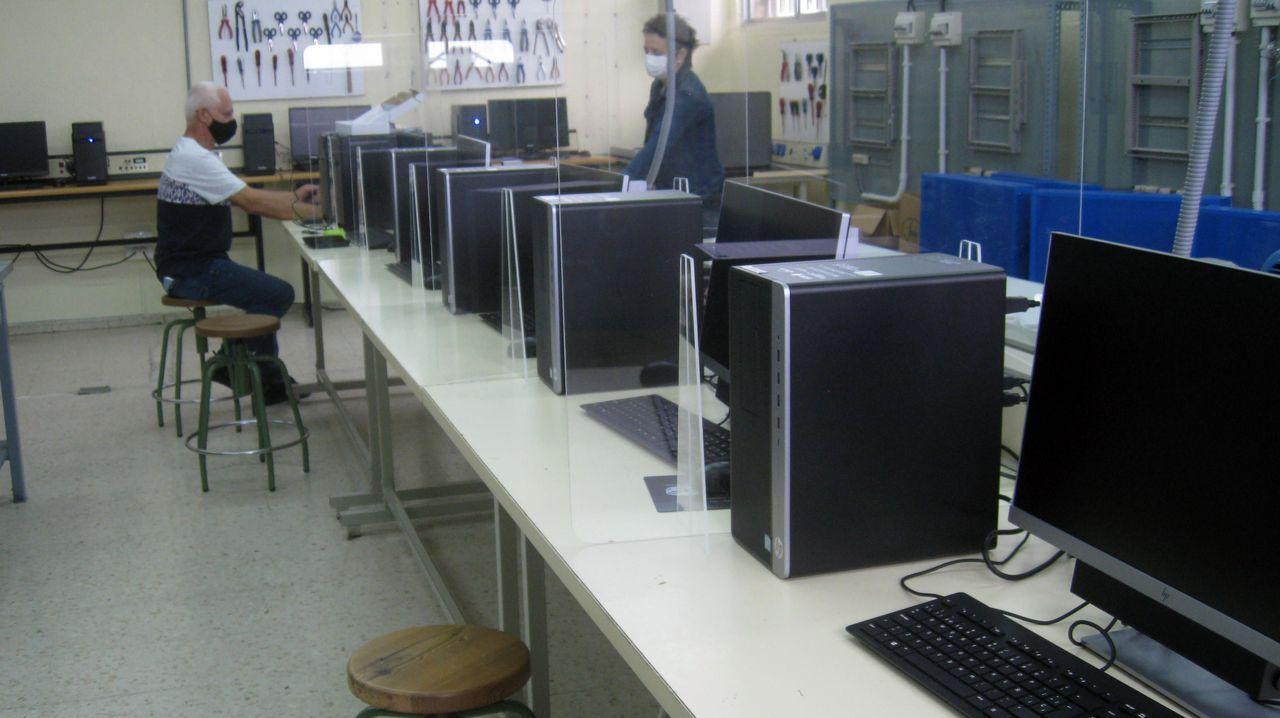 En aulas de Informática hay ya mamparas preparadas