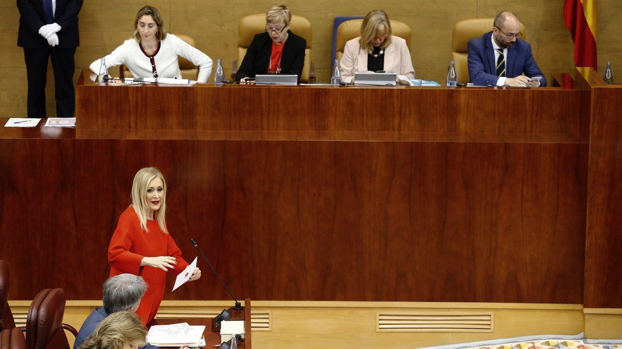 Iglesias: «¿Puede garantizar que sus candidatos son, al menos, tan limpios como usted?».El presidente del Gobierno, Pedro Sánchez, al comienzo de la entrevista que concedió a TVE el 18 de junio