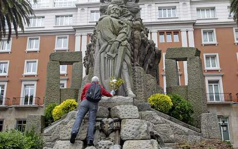 O monumento a Curros Enríquez de A Coruña é unha das obras senlleiras de Asorey.