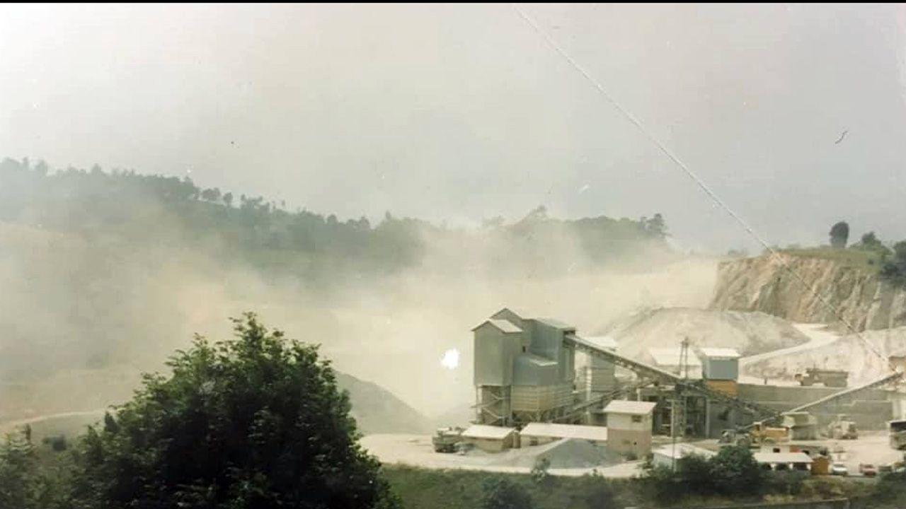 Actividad minera en la cantera del valle de Las Caldas