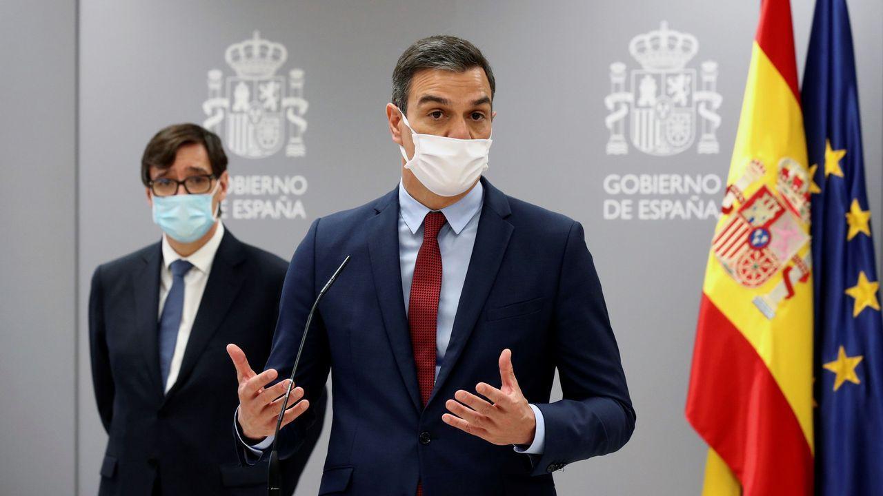 El presidente Pedro Sánchez, en una rueda de prensa junto al ministro de Sanidad, Salvador Illa