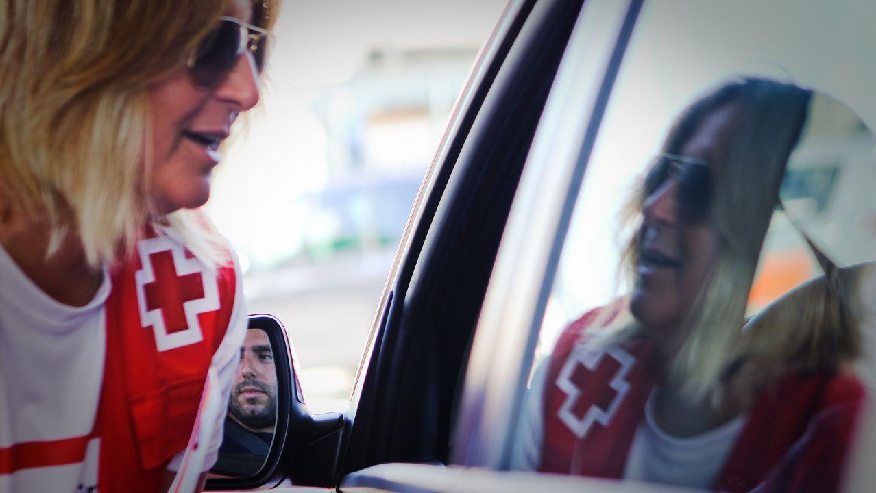 Conduce un Ferrari con una mujer desnuda encima del coche.Imagen de la caja fuerte calcinada tras su robo
