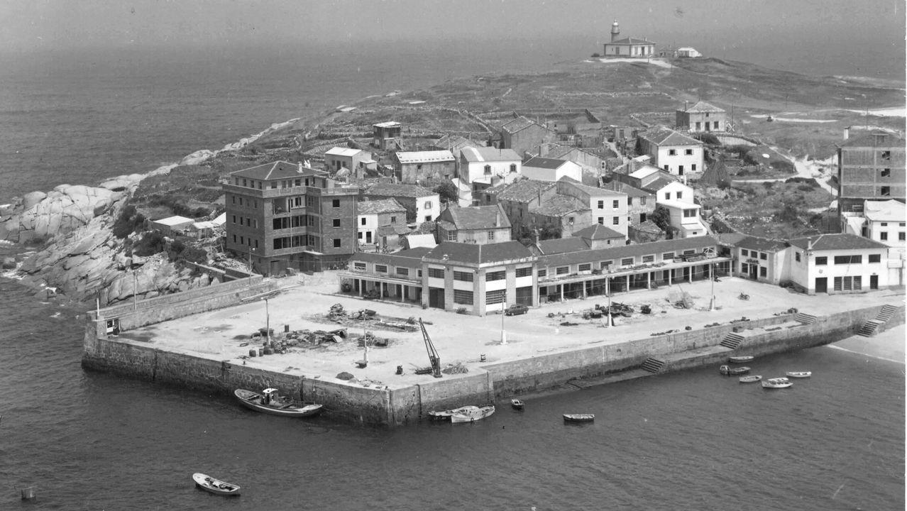 El puerto de San Ciprián en los años sesenta del siglo pasado