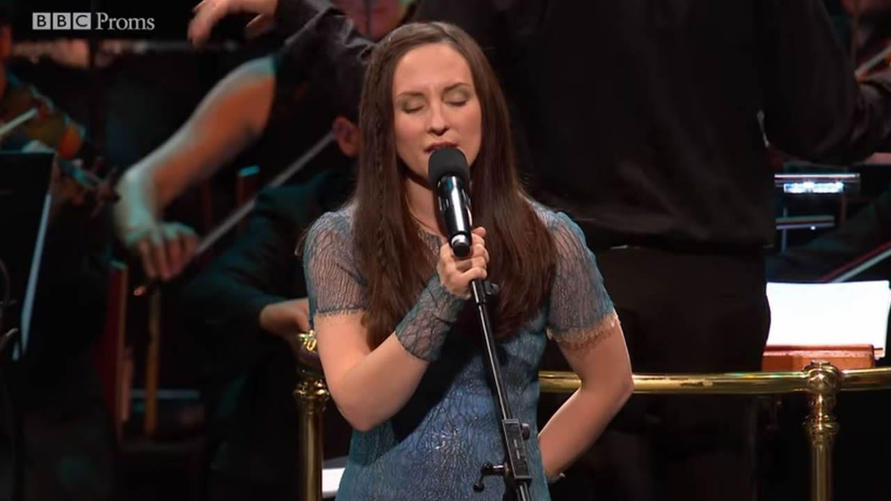 Julie Fowlis canta «Camariñas» en gallego