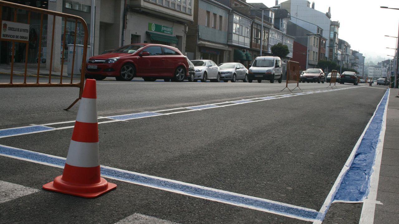 Imagen de la avenida de Galicia de As Pontes, que fue la primera vía de la localidad en la que se reguló el estacionamiento