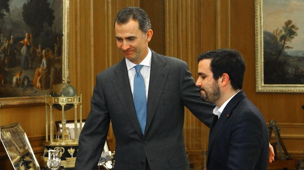 El rey recibe en Zarzuela a la portavoz de En Marea en el Congreso.Alberto Garzón, en la celebración del Día del Trabajo