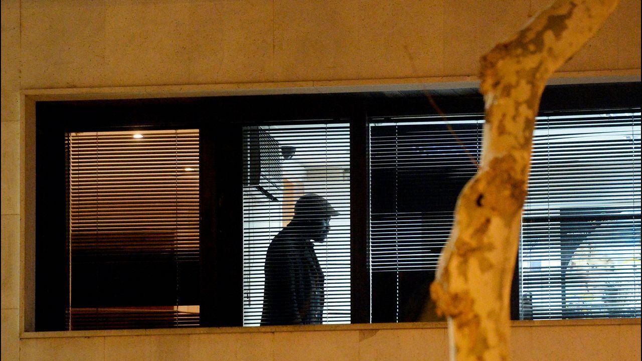 Aniversario de la Brilat.Imagen tomada desde el exterior del consulado del hombre que retuvo a la mujer del cónsul de Mali en Barcelona