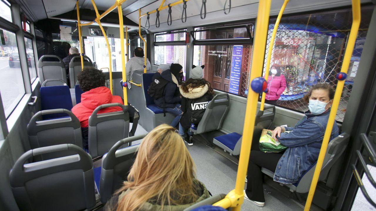 Asientos vacíos en un autobús de Ferrol