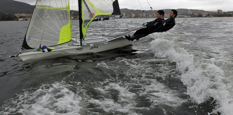 Carlos y Antón, en una imagen de archivo de sus entrenamientos en aguas de Vilagarcía.