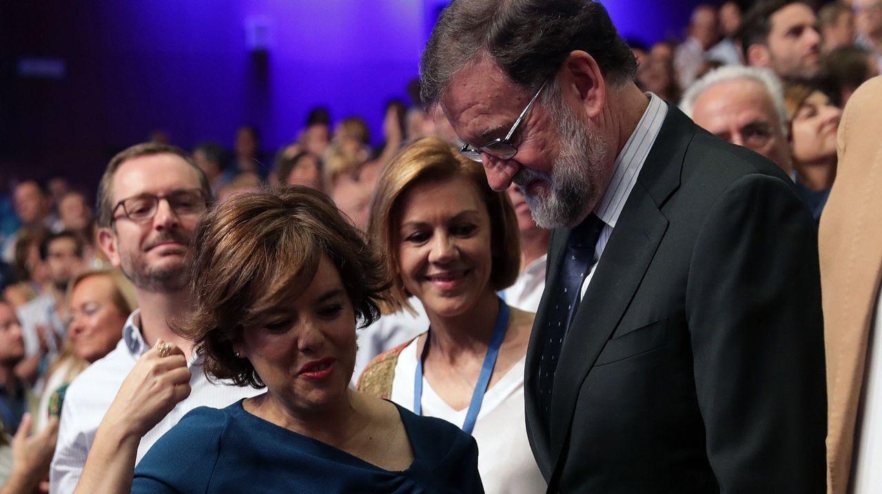 Rajoy saluda a Santamaría.