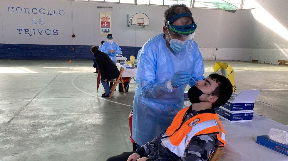 Más de 600 vecinos de Trives, Río y Manzaneda están a la espera de los resultados de la PCR hecha ayer