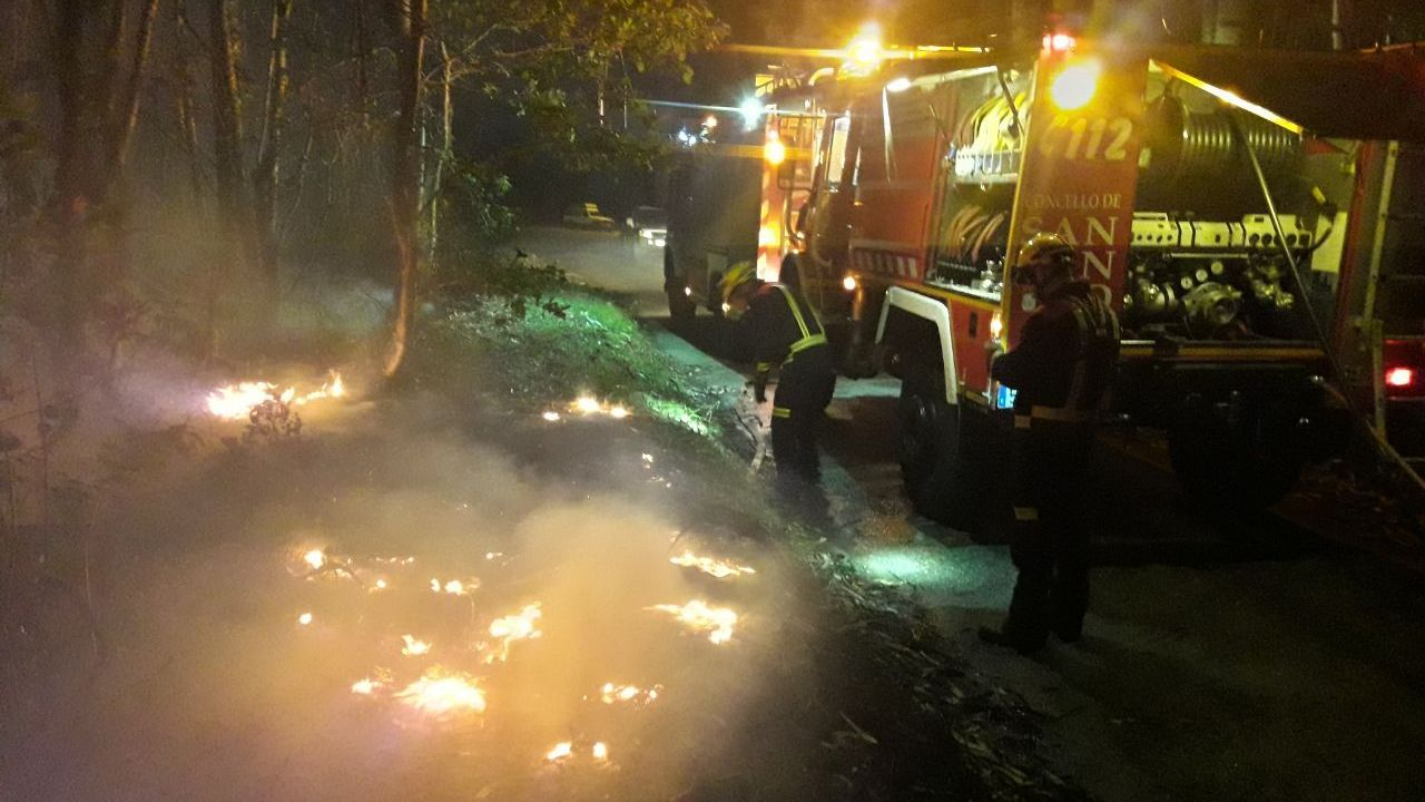 Incendio en A Gudiña.Imagen del incendio de Hospital a primera hora de esta mañana