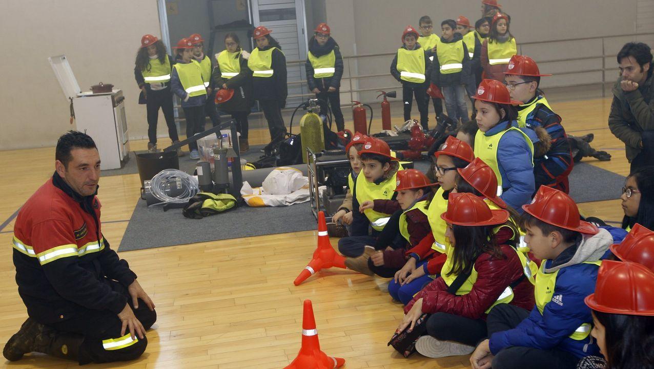 Mario Antuña compagina el ejercicio de su profesión con actividades divulgativas, como esta, dirigida a escolares