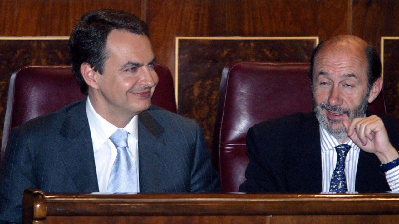 Junto a José Luis Rodríguez Zapatero durante el debate de investidura en el 2004