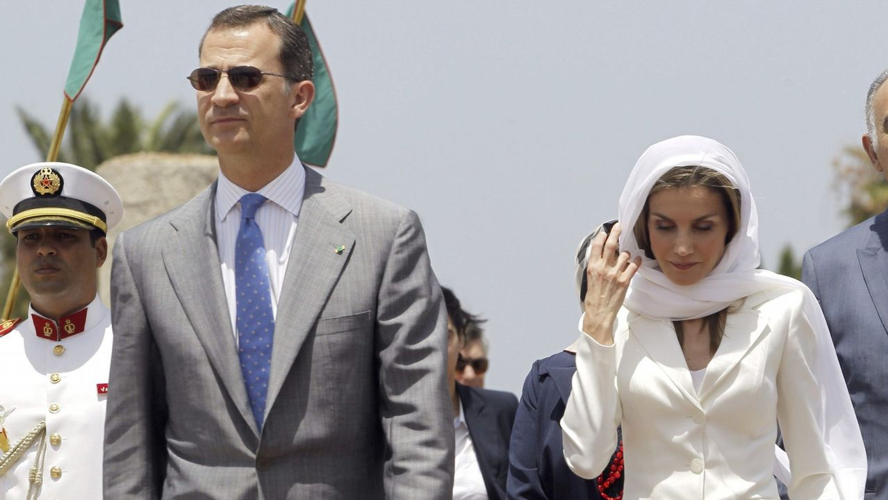 Imagen de archivo de los Reyes Felipe VI y Letizia a su llegada en el 2014 al Mausoleo de Mohamed VI