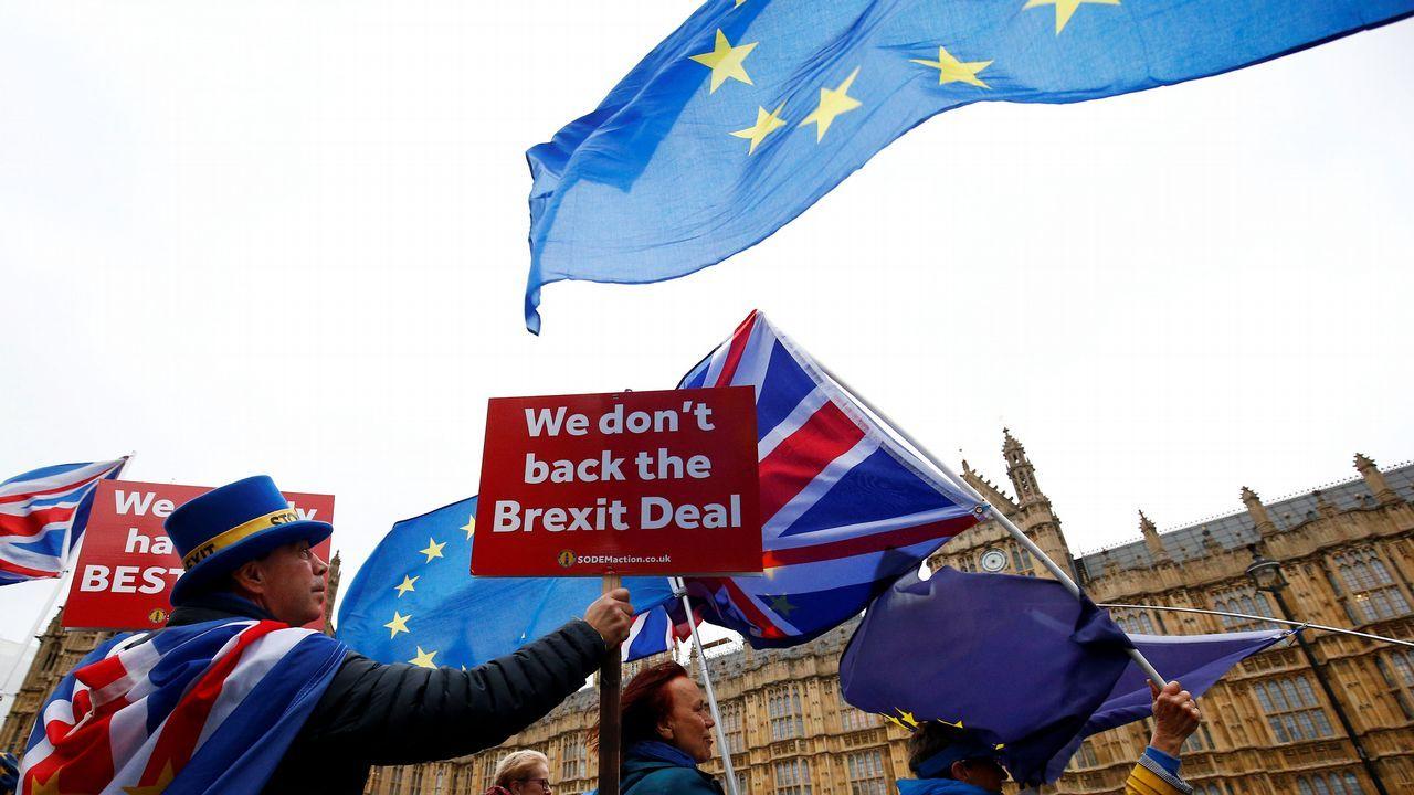 Activistas contra el «brexit» ante Westminster