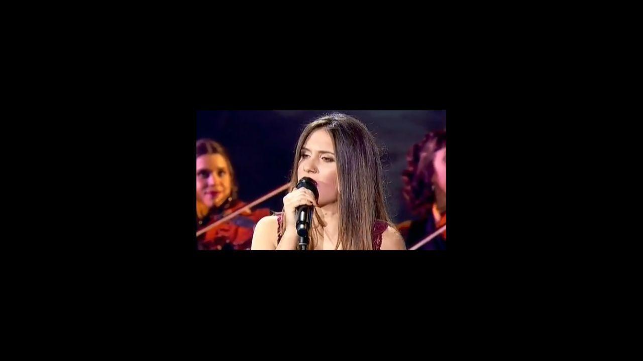 Sabela canta «Negro caravel».Mejor cachopo con Ternera Asturias