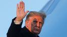 Trump, a punto de entrar en el avión presidencial