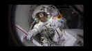 A astronauta Christina Koch prepárase para saír da estación espacial ao baleiro do espazo