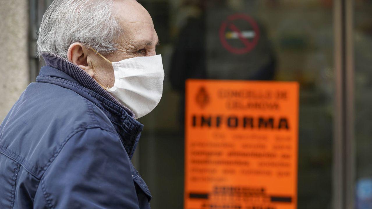 Primer plano de un test de coronavirus antes de ser realizada una prueba rápida en Santiago