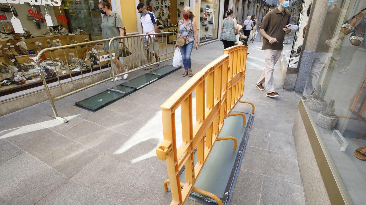 Urbanismo ha arreglado als ventanas arqueológicas en la calle Doutor Castro