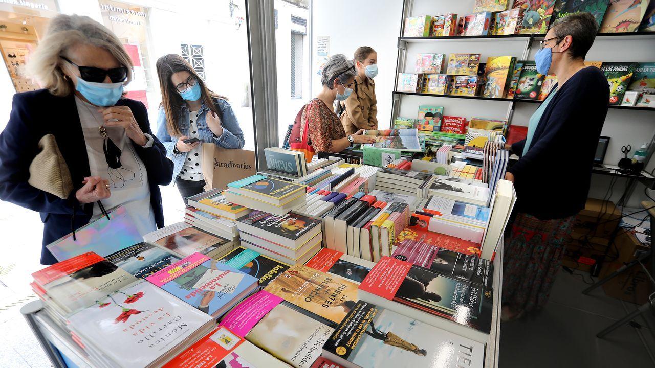 Un posto de venda da Feira do Libro de Vigo, que se celebra esta semana na rúa Príncipe