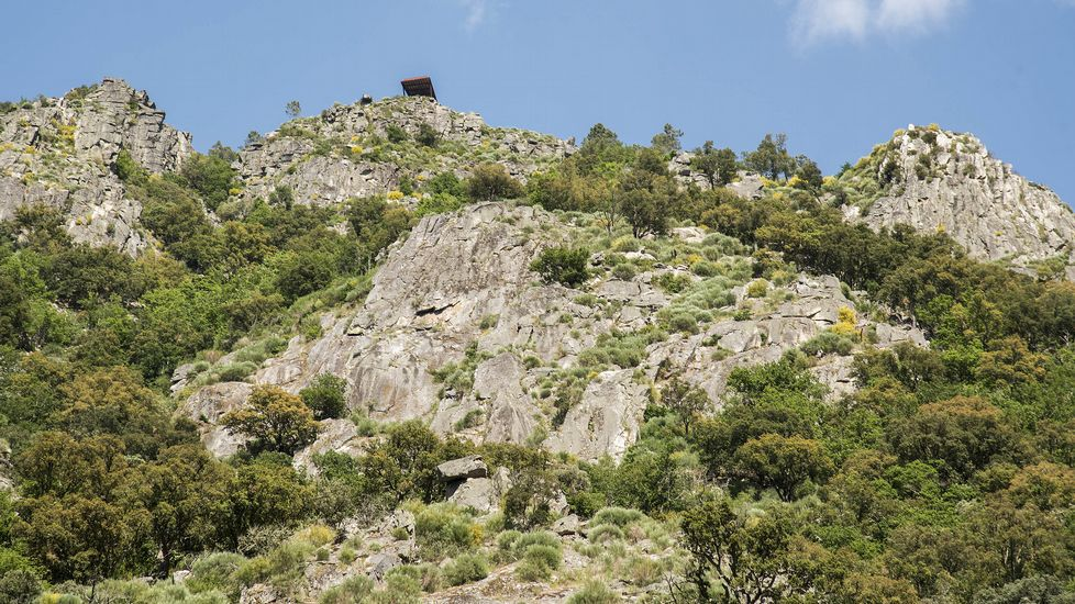El mirador de A Cividade se asoma en la ladera del cañón vista desde el río