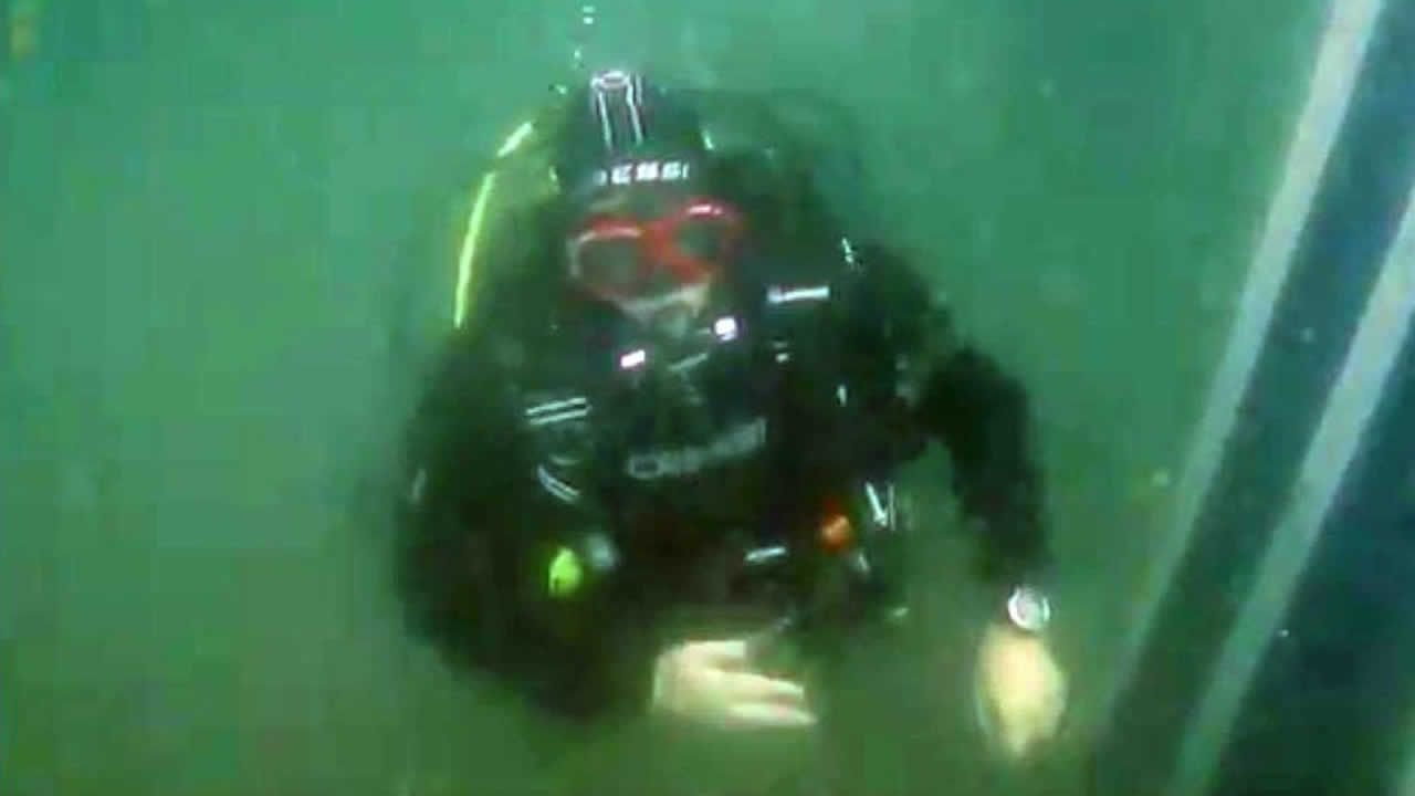 Los buceadores de Mergullo Viveiro graban los restos del barco hundido la semana pasada