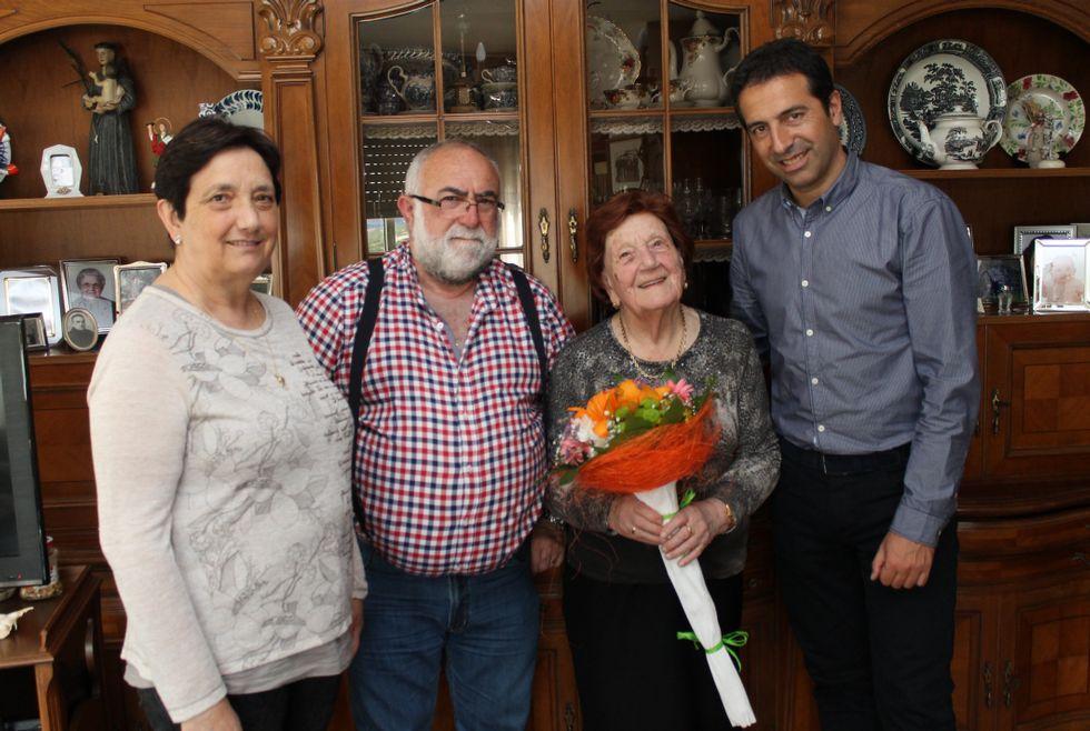 A María la felicitó el alcalde