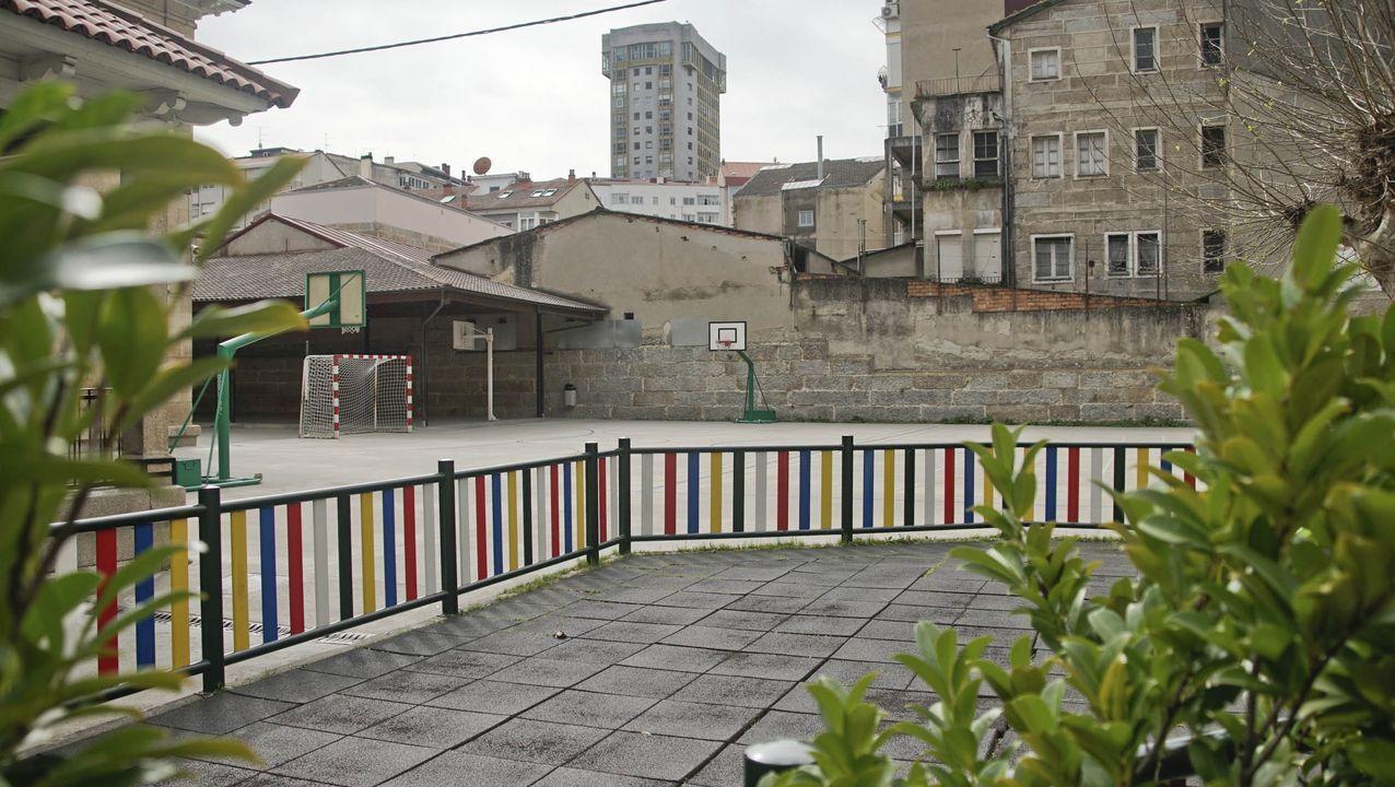 El patio del colegio Curros Enríquez, sin niños.