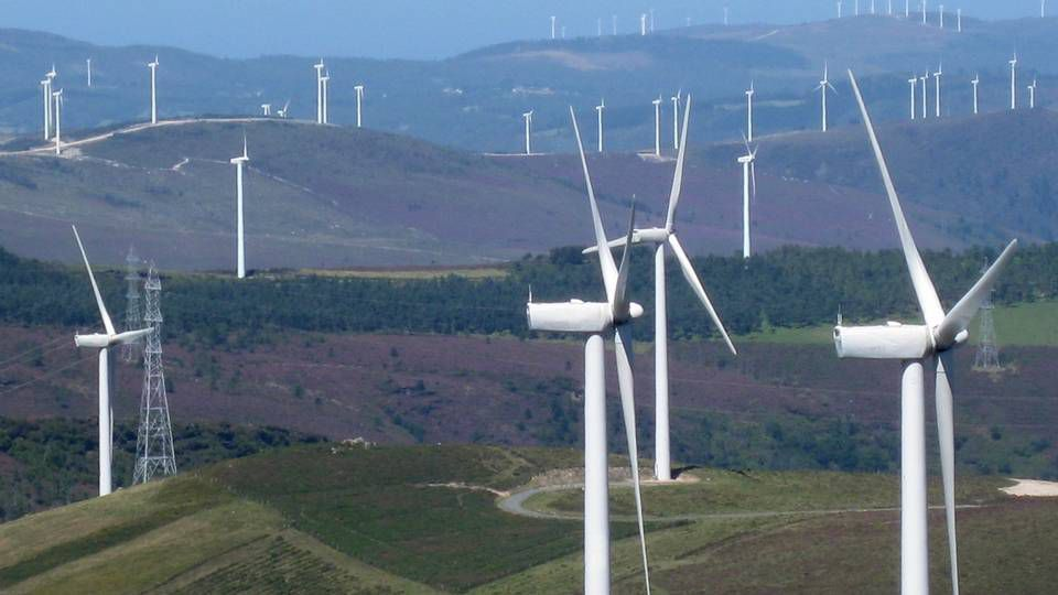 Mallou, otro ejemplo más de abandono.El paisaje de los molinos de viento en  Muras.