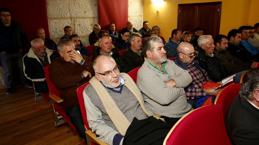 El rural, ¿en riesgo de exclusión?.Imagen del multitudinario entierro en Sarreaus
