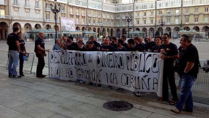 La vuelta a clase de los universitarios.Concentración en A Coruña contra el maltrato.
