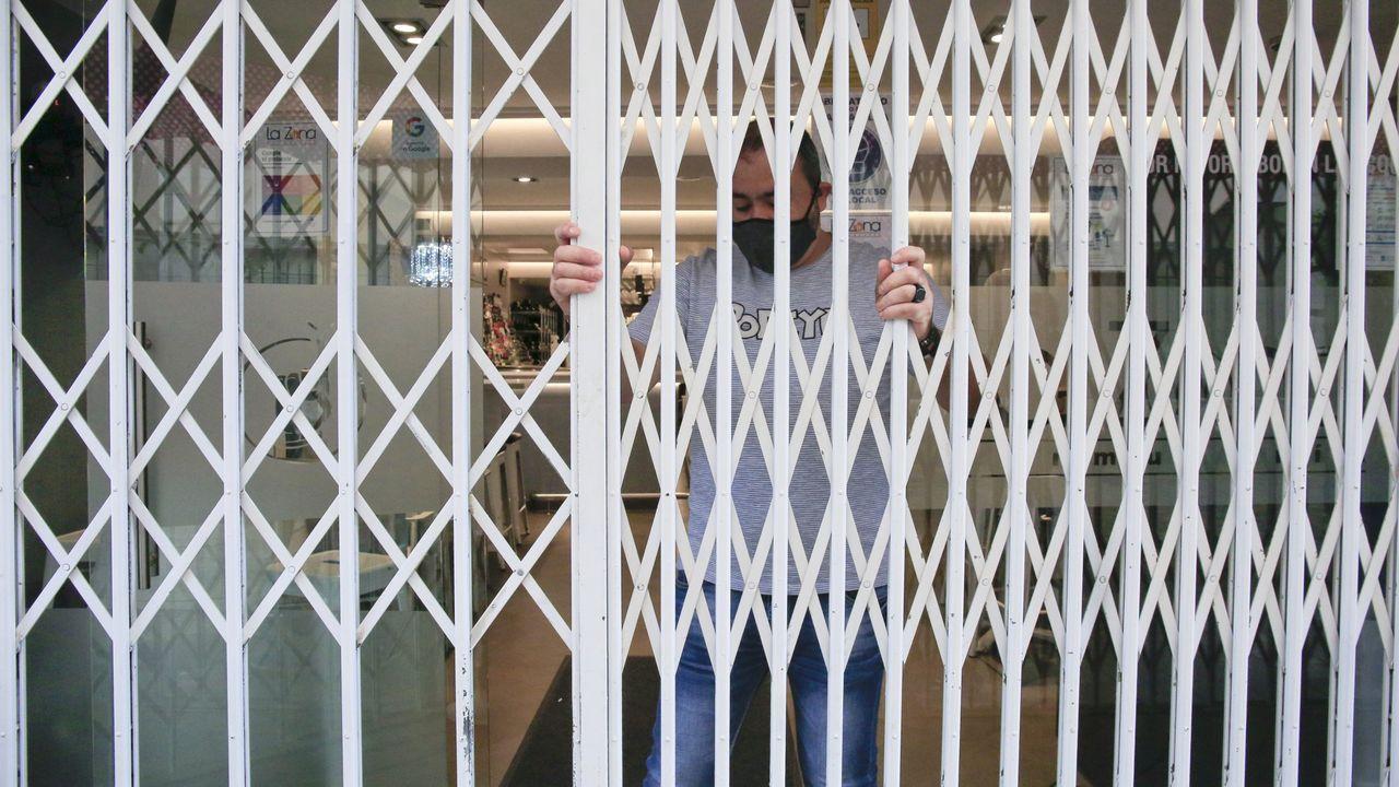 El sector de la hostelería sale a la calle a protestar por el cierre.Reunión de la alcaldesa de Lugo con los hosteleros de la ciudad